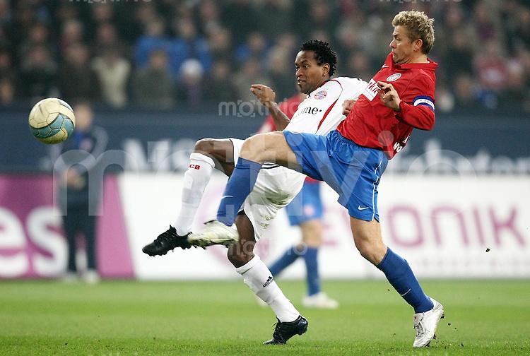 FUSSBALL   DFB POKAL   ACHTELFINALE   SAISON S007/2008 Wuppertaler SV - FC Bayern Muenchen    29.01.2008 Ze ROBERTO (li, Bayern) gegen Mike RIETPIETSCH (re, Wuppertal)