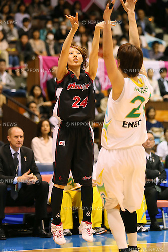 (L-R) Mika Kurihara (Antelopes), Yuka Mamiya (Sunflowers), MARCH 19, 2013 - Basketball : The 14th Women's Japan Basketball League Playoffs Final Game #4 between Toyota Antelopes 61-72 JX Sunflowers at 2nd Yoyogi Gymnasium, Tokyo, Japan. (Photo by AFLO SPORT) [1156]