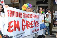 RIO DE JANEIRO, RJ, 31 JULHO 2012 - MANIFESTACAO DOS SERVIDORES FEDERAIS EM GREVE-Manifestacao dos Servidores Publicos Federais em greve percorrendo a Avenida rio Branco em direcao a Cinelandia,nesta terca-feira, dia 31, no centro do rio.(FOTO:MARCELO FONSECA / BRAZIL PHOTO PRESS).