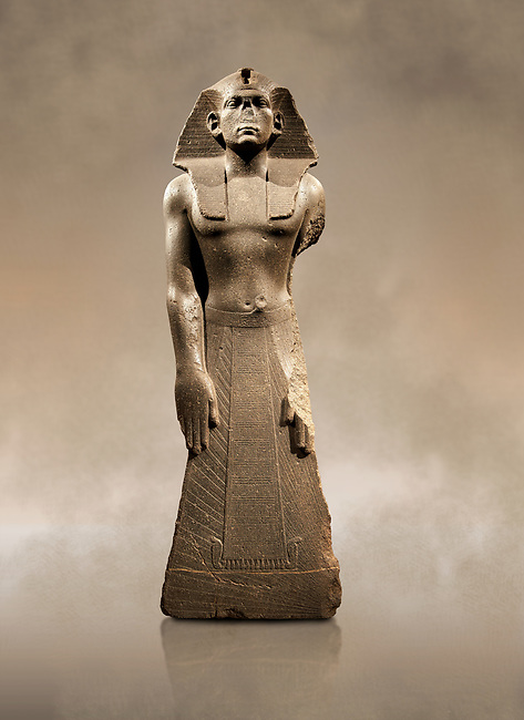 12 dynasty Egyptian statue of king Amenemhet III praying. 1840-1800 BC, Memphis. Neues  Museum, Berlin. Cat No AM1121