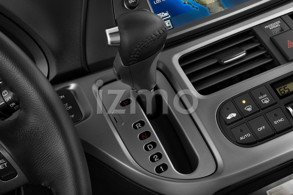Gear shift detail view of a 2009 Honda Odyssey Touring