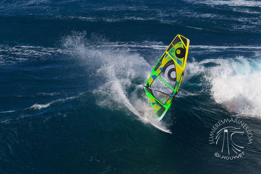 Manu Bouvet (FRA) windsurfing in Ho'okipa Beach Park (Maui, Hawaii, USA)