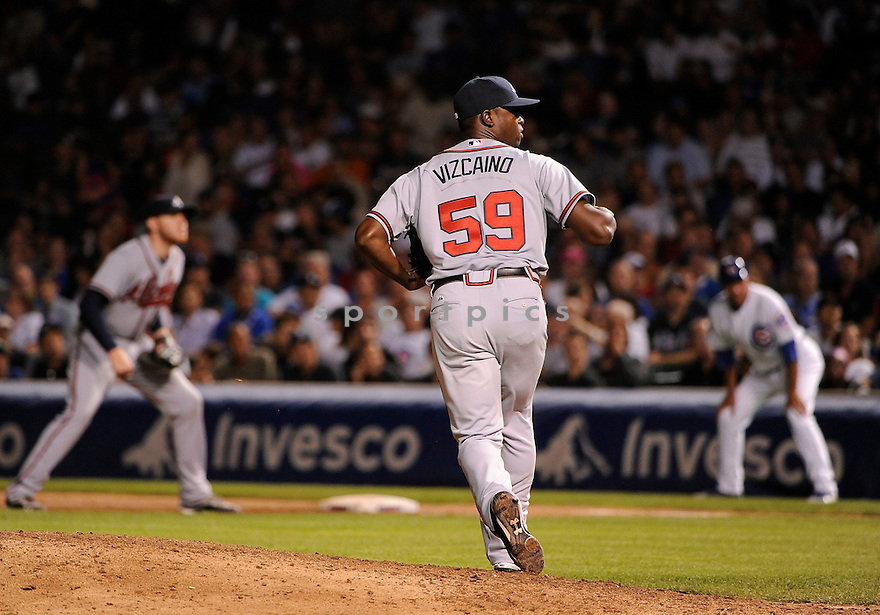 ARODYS VIZCAINO, of the Atlanta Braves in action during the Braves game against theChicago Cubs on August 22, 20011, at Wrigley Field in Chicago, Illinois. The Braves beat the Cubs 3-0.