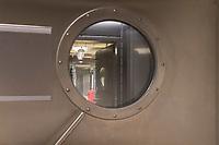Pressetermin des Robert Koch-Instituts vor der Inbetriebnahme des Hochsicherheitslabors der Schutzstufe S4.<br /> In dem Labor der hoechsten Schutzstufe koennen am Standort Seestra&szlig;e in Berlin-Wedding hochansteckende, lebensbedrohliche Krankheitserreger wie Ebola-, Lassa- oder Nipah-Viren sicher untersucht werden.<br /> Der Betriebsbeginn ist am 31. Juli 2018.<br /> Im Bild: Sicherheitsschleuse zum Laborbereich.<br /> ACHTUNG: Sperrfrist der Veroeffentlichung ist bis 25. Juli 2018 9.00 Uhr!<br /> 24.7.2018, Berlin<br /> Copyright: Christian-Ditsch.de<br /> [Inhaltsveraendernde Manipulation des Fotos nur nach ausdruecklicher Genehmigung des Fotografen. Vereinbarungen ueber Abtretung von Persoenlichkeitsrechten/Model Release der abgebildeten Person/Personen liegen nicht vor. NO MODEL RELEASE! Nur fuer Redaktionelle Zwecke. Don't publish without copyright Christian-Ditsch.de, Veroeffentlichung nur mit Fotografennennung, sowie gegen Honorar, MwSt. und Beleg. Konto: I N G - D i B a, IBAN DE58500105175400192269, BIC INGDDEFFXXX, Kontakt: post@christian-ditsch.de<br /> Bei der Bearbeitung der Dateiinformationen darf die Urheberkennzeichnung in den EXIF- und  IPTC-Daten nicht entfernt werden, diese sind in digitalen Medien nach &sect;95c UrhG rechtlich geschuetzt. Der Urhebervermerk wird gemaess &sect;13 UrhG verlangt.]