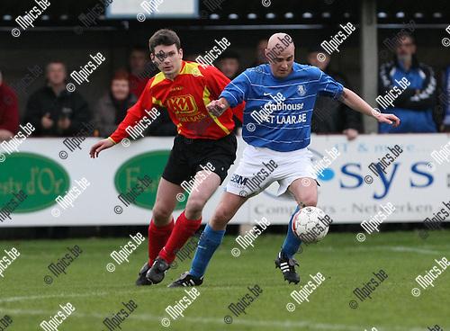 2010-04-03 / Voetbal / seizoen 2009-2010 / Ezaart - Vosselaar/ Nick Nijs (L, Ezaart) met Rob Slegers..Foto: Mpics