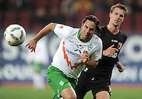 FUSSBALL   1. BUNDESLIGA  SAISON 2011/2012   10. Spieltag FC Augsburg - SV Werder Bremen           21.10.2011 Claudio Pizarro (li, SV Werder Bremen)  gegen Sebastian Langkamp (FC Augsburg)