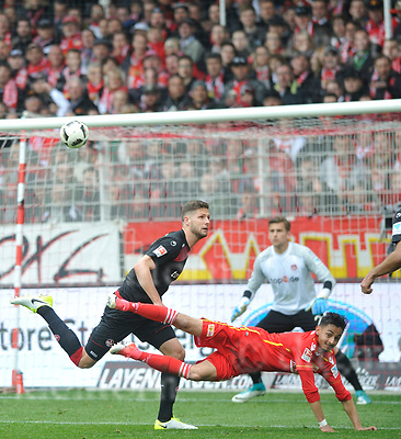 Apr-16-2017,Stadium Alte F&ouml;rsterei,Berlin,Germany<br /> 2nd Bundesliga - gameday 29 1.FC Union Berlin - 1.FC Kaiserslautern <br /> Union`s Kenny Prince Redondo in front of goalkeeper Julian Pollersbeck