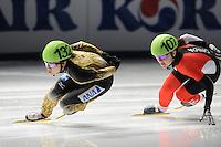 SCHAATSEN: DORDRECHT: Sportboulevard, Korean Air ISU World Cup Finale, 11-02-2012, Yui Sakai JPN (132), Caroline Truchon CAN (107), ©foto: Martin de Jong