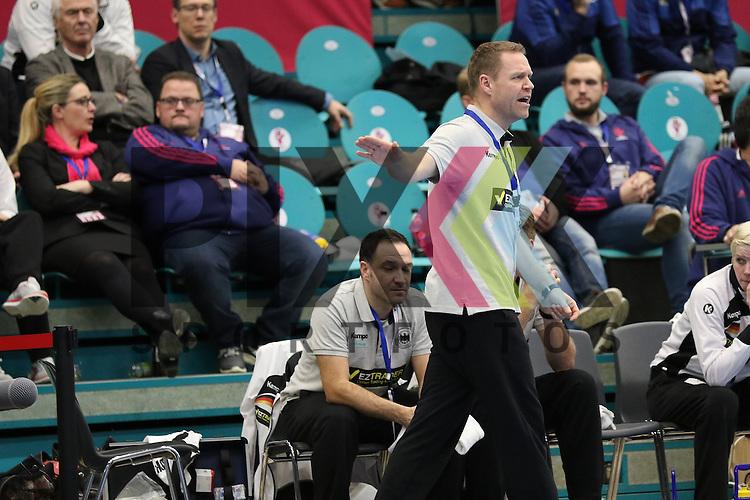 Kolding (DK), 07.12.15, Sport, Handball, 22th Women's Handball World Championship, Vorrunde, Gruppe C, Deutschland-Argentinien : Jacob Vestergaard (Deutschland, Trainer)<br /> <br /> Foto &copy; PIX-Sportfotos *** Foto ist honorarpflichtig! *** Auf Anfrage in hoeherer Qualitaet/Aufloesung. Belegexemplar erbeten. Veroeffentlichung ausschliesslich fuer journalistisch-publizistische Zwecke. For editorial use only.