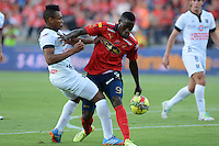 MEDELLÍN -COLOMBIA-03-08-2014. Yorleys Mena (Der) jugador de Independiente Medellín disputa el balón con Luis Carlos Murillo (Izq)  jugador del Once Caldas de la fecha 3 de la Liga Postobón II 2014 realizado en el estadio Atanasio Girardot de la ciudad de Medellín./ Yorleys Mena (R) player of Independiente Medellin fights the ball with Luis Carlos Murillo (L) player of Once Caldas during 3th date of Postobon  League II 2014 at Atanasio Girardot stadium in Medellin city. Photo: VizzorImage/Luis Ríos/STR
