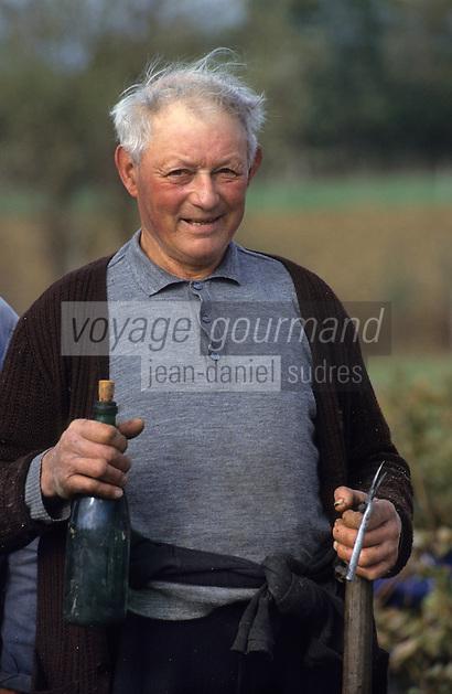 Europe/France/Pays de la Loire/Maine-et-Loire/Chalonnes-sur-Loire : Famille de vignerons pendant les vendanges [Non destiné à un usage publicitaire - Not intended for an advertising use]<br /> PHOTO D'ARCHIVES // ARCHIVAL IMAGES<br /> FRANCE 1990