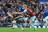 Dominic Calvert-Lewin of Everton and Ben Mee of Burnley during the Premier League match between Everton and Burnley at Goodison Park on October 1st 2017 in Liverpool, England.<br /> Calcio Everton - Burnley Premier League <br /> Foto Phcimages/Panoramic/insidefoto
