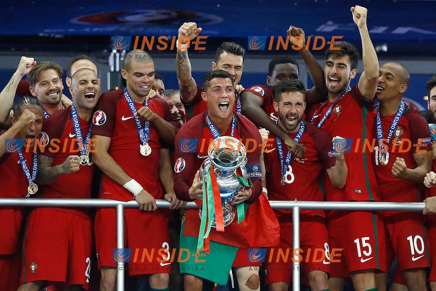 Cristiano Ronaldo (Portugal) and the team celebrating with the trophy. esultanza vittoria trofeo<br /> Paris 10-07-2016 Stade de France Football Euro2016 Portugal - France / Portogallo - Francia Final / Finale <br /> Foto Matteo Ciambelli / Insidefoto