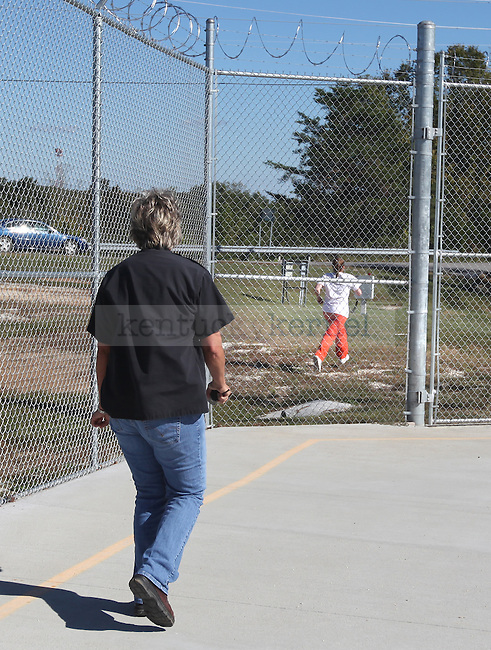 """Officer Kay Chambers yells at Amanda Driggers as she runs from Three Forks Regional Jail on Friday Oct. 1, 2010 without looking back. """"Oh my God she's gone,"""" Chambers said. """"And there goes my job with her."""" Photo by Britney McIntosh"""