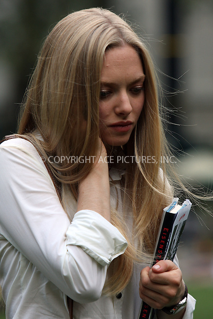 WWW.ACEPIXS.COM . . . . .  ....August 18 2009, New York City....Actress Amanda Seyfried was on the midtown Manhattan set of the new movie 'Letters to Juliet' on August 18 2009 in New York City....Please byline: AJ Sokalner - ACEPIXS.COM..... *** ***..Ace Pictures, Inc:  ..tel: (212) 243 8787..e-mail: info@acepixs.com..web: http://www.acepixs.com