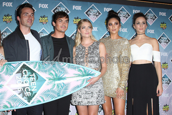 31 July 2016 - Inglewood, California - Ian Harding, Tyler Blackburn, Ashley Benson, Shay Mitchell and Troian Bellisario. Teen Choice Awards 2016 held at The Forum. Photo Credit: AdMedia