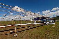 Flieger abstellen: AFRIKA, SUEDAFRIKA, 17.12.2007: EB 28, abgestellt in Gariepdam, Aufruesten, Flaeche, Rumpf, Aufwind-Luftbilder