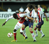 BOGOTÁ-COLOMBIA-02-04-2013. Martínez Borja de Independiente Santa Fe de Colombia, disputa el balón con Víctor Marecos (13), defensa de Cerro Porteño del Paraguay, durante partido en el estadio Nemesio Camacho El Campín de la ciudad de Bogotá, partido por el grupo 6 de la Copa Bridgestone Libertadores 2013. / Martinez Borja of Independiente Santa Fe from Colombia fights for the ball with Víctor Marecos (13), defensa  of Cerro Porteño from Paraguay during a match for the group 6 of the Copa Bridgestone Libertadores 2013, at Nemesio Camacho El Campin Stadium in Bogota city.  Photo: VizzorImage/STR