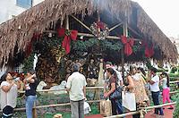 ATENCAO EDITOR IMAGEM EMBARGADA PARA VEICULOS INTERNACIONAIS - SAO PAULO, SP, 28 DEZEMBRO 2012 - Movimentacao no Presepio de Natal da Prefeitura de Sao Paulo na tarde desta sexta feira, 28, no viaduto do Cha, regiao central da capital. (FOTO: ALEXANDRE MOREIRA / BRAZIL PHOTO PRESS).