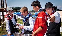 French Scouts offering food during cultural festival at winter town. Photo: André Jörg/ Scouterna