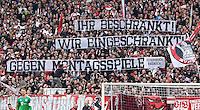 Fussball  1. Bundesliga  Saison 2015/2016  29. Spieltag  VfB Stuttgart  - FC Bayern Muenchen    09.04.2016 VfB Stuttgart Fans in des Cannstatter Kurve in der Mercedes Benz Arena mit einem Banner; Ihr beschraenkt! Wir eingeschraenkt! Gegen Montagsspiele!