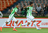 MEDELLÍN -COLOMBIA-27-08-2014. Luis Carlos Ruiz (Der) jugador de Atlético Nacional de Colombia celebra un gola anotado a Deportivo La Guaira de Venezuela durante juego de Primera Fase, Zona Norte, Llave G11 de la Copa Total Sudamericana 2014 realizado en el estadio Atanasio Girardot de Medellín./ Luis Carlos Ruiz (R) player of Atletico Nacional of Colombia celebrates a goal scored to Deportivo La Guaira of Venezuela during the match for the first Phase, north zone, key 11 of the Copa Total Sudamericana 2014 played at Atanasio Girardot stadium in Medellin. Photo: VizzorImage/Luis Ríos/STR