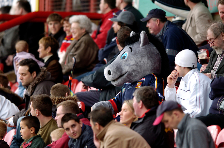 Photo: Richard Lane..London Broncos v Warrington Wolves. Tetleys Super League. 04/04/2004..Dusty, the Broncos mascot watches from the stand.