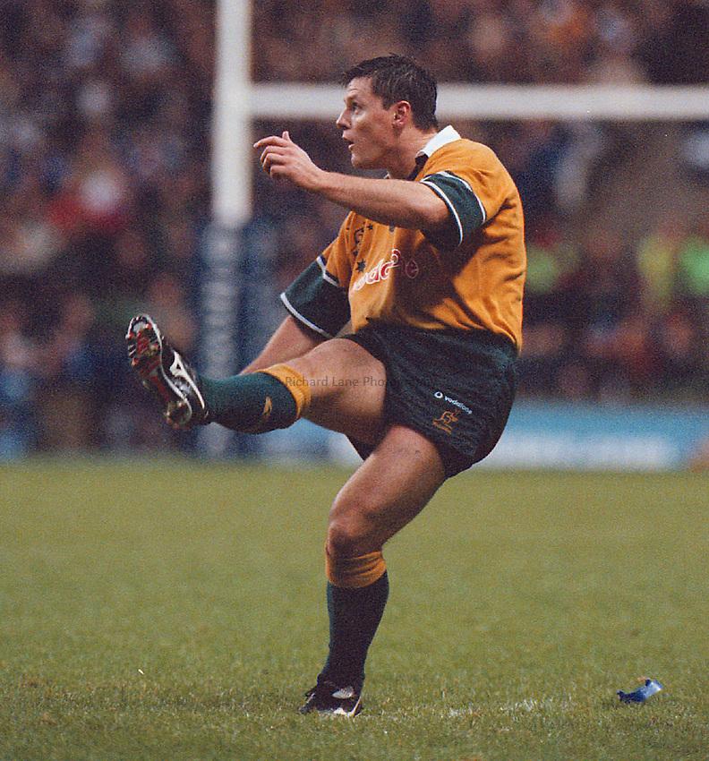 Photo. Mike Brett.18/11/2000.England v Australia.Matt Burke