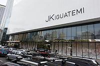SAO PAULO, 22 DE JUNHO DE 2012. INAUGURAÇÃO DO SHOPPING JK IGUATEMI.  Transito em frente ao shopping JK Iguatemi durante a tarde. desta sexta feira. FOTO: ADRIANA SPACA - BRAZIL PHOTO PRESS