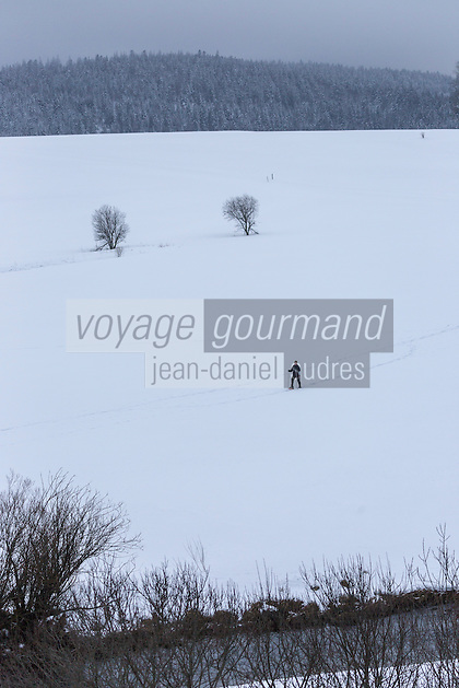 Europe/France/Franche-Comté/25/Doubs/Sarrageois: randonnée en raquette le long du Doubs //  //  France, Doubs, Sarrageois: snowshoeing along the Doubs