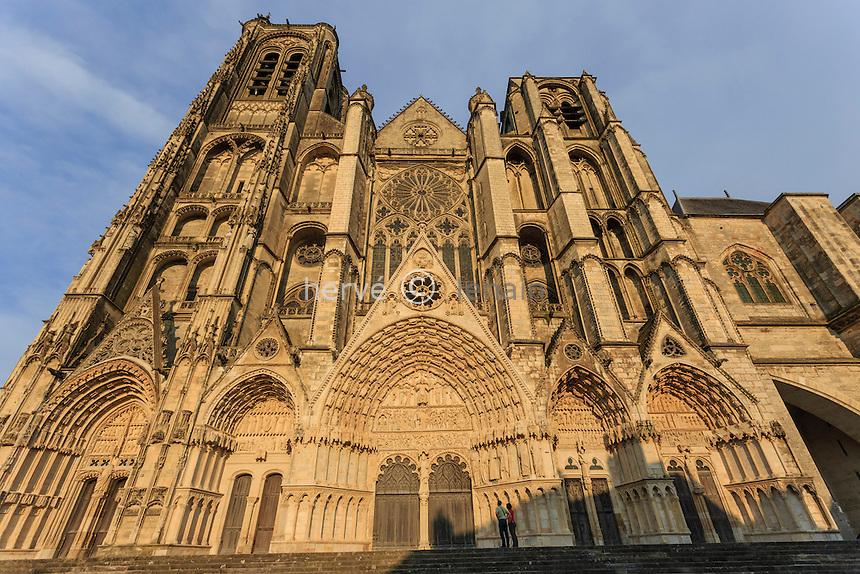 France, Cher (18), Bourges, la cathédrale Saint-Étienne classée Patrimoine mondial de l'UNESCO, la façade occidentale // France, Cher, Bourges, Saint Etienne cathedral, listed as World Heritage by UNESCO, the west facade