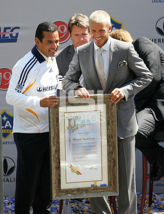 Los Angeles Mayor Antonio Villaraigosa (L) with new LA Galaxy player David Beckham (R) during the David Beckham, LA Galaxy press conference at the Home Depot Center in Carson, California, Friday, July 13, 2007.
