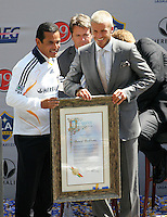 Los Angeles Mayor Antonio Villaraigosa (L) with new LA Galaxy player David Beckham (R) during the David Beckham, LA Galaxy press conference at the Home Depot Center in Carson, California, Friday, July 13, 2007.