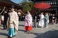 Japan, West Honshu, Kansai, Kyoto: Traditional Japanese Shinto wedding ceremony, Yasaka Shrine | Japan, West-Honshu, Kansai, Kyoto: traditionelle japanische Shinto-Hochzeitszeremonie im Yasaka Tempel