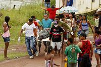 O embarcação Leão do Norte naufraga no rio Arari no Marajó.<br /> Nove adultos e quatro crianças morreram no naufrágio de um barco de passageiros na madrugada desta sexta-feira (19), a 500 metros do porto da cidade de Cachoeira do Arari, no arquipélago do Marajó, norte do Pará.<br /> <br /> O número de mortos ainda é parcial, segundo informações da Marinha do Brasil, porque há passageiros desaparecidos. Os corpos resgatados foram levados para um ginásio da cidade. Após a realização de perícia, deverão ser liberados às famílias para sepultamento.<br /> Foto Marcelo Seabra