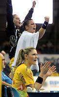 Handball Frauen / Damen  / women 1. Bundesliga - DHB - HC Leipzig : Frankfurter HC - im Bild: Natalie Augsburg - dahinter jubeln Luisa Schulze und Ania Rösler . Porträt . Foto: Norman Rembarz .
