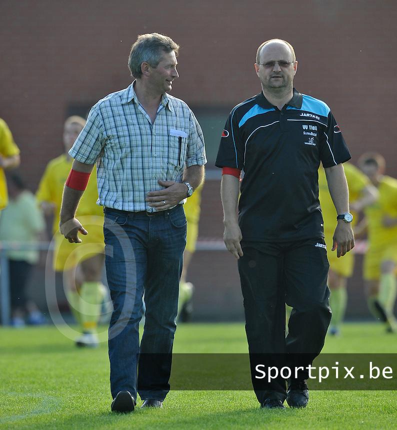 KSV Pittem : Eric Verstraete (links) samen met VV Tielt coach  Luc Deserranno.foto VDB / BART VANDENBROUCKE