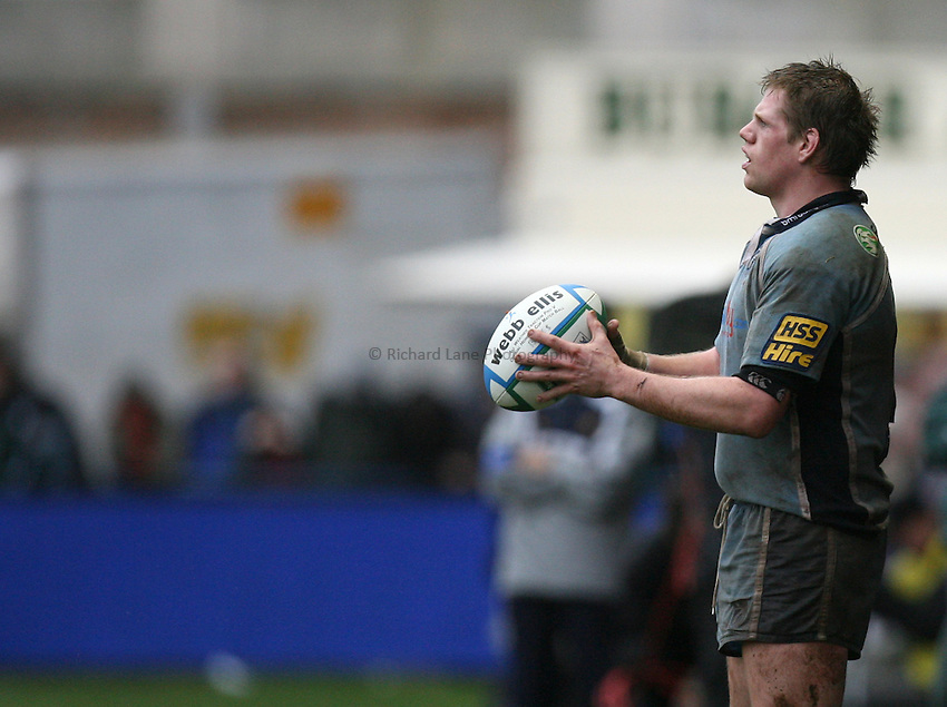 Photo: Rich Eaton...Cardiff Blues v Munster Rugby. Heineken Cup. 10/12/2006. Rhys Thomas of Cardiff prepares to throw in to a lineout