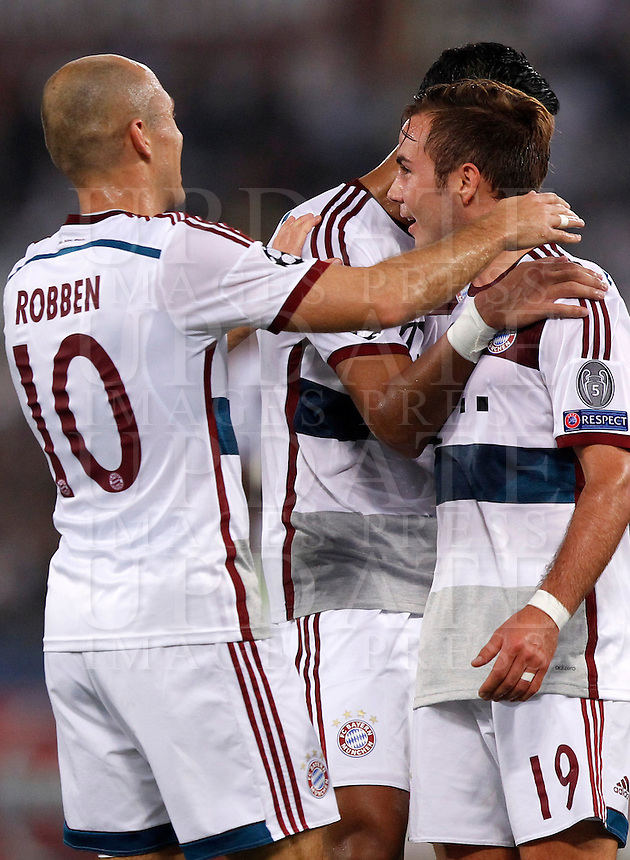 Calcio, Champions League, Gruppo E: Roma vs Bayern Monaco. Roma, stadio Olimpico, 21 ottobre 2014.<br /> Bayern&rsquo;s Mario Goetze, right, celebrates with teammates after scoring during the Group E Champions League football match between AS Roma and Bayern at Rome's Olympic stadium, 21 October 2014.<br /> UPDATE IMAGES PRESS/Isabella Bonotto