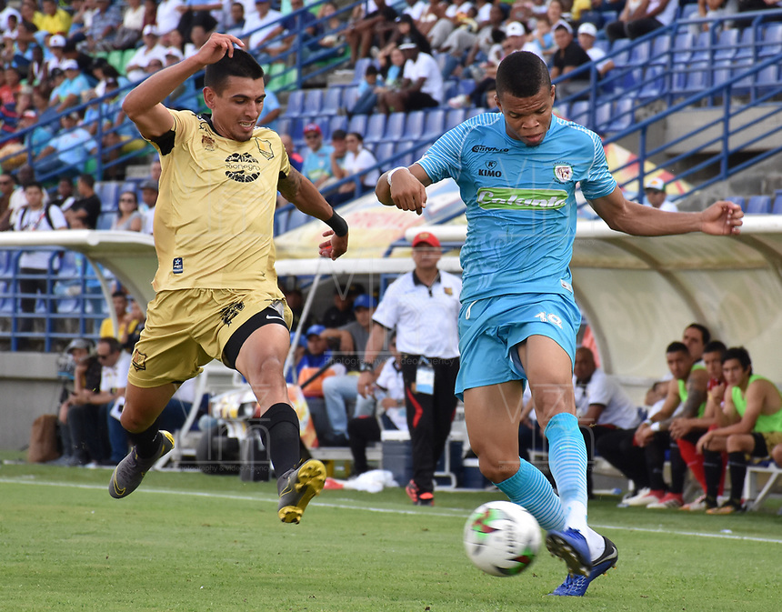 MONTERIA - COLOMBIA, 07-04-2019: Edis Ibarguen de Jaguares disputa el balón con Daniel Muñoz de Rionegro durante partido por la fecha 14 de la Liga Águila I 2019 entre Jaguares de Córdoba F.C. y Rionegro Águilas jugado en el estadio Jaraguay de la ciudad de Montería. / Edis Ibarguen of Jaguares struggles the ball with Daniel Muñoz of Rionegro during match for the date 14 as part Aguila League I 2019 between Jaguares de Cordoba F.C. and Rionegro Aguilas played at Jaraguay stadium in Monteria city. Photo: VizzorImage / Andres Felipe Lopez / Cont