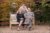 --EXCLUSIF-- JACQUES, BERNADETTE CHIRAC & LEUR PETIT FILS MARTIN CHIRAC - MICHEL DRUCKER RASSEMBLE LA FAMILLE CHIRAC AU PAVILLON GABRIEL DANS LE CADRE DE L'EMISSION ' VIVEMENT DIMANCHE ' OU L'ANCIEN CHEF DE L'ETAT EST INVITE EN EXCLUSIVITE. L'EMISSION SERA DIFFUSE LE 29 NOVEMBRE 2009 ( JOUR DE L'ANNIVERSAIRE DE JACQUES CHIRAC ) .