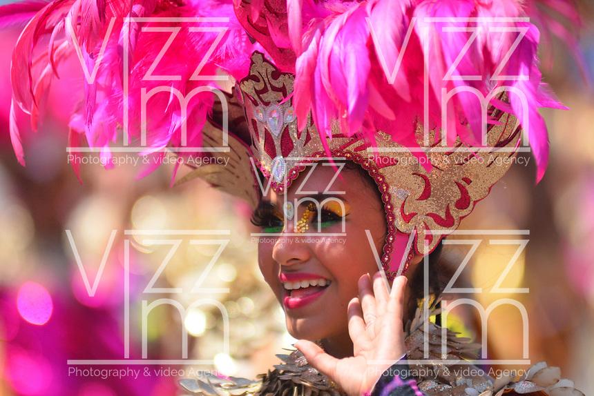 BARRANQUILLA - COLOMBIA, 22-02-2020: Una bailarina realiza su presentación durante el desfile Batalla de Flores del Carnaval de Barranquilla 2019, patrimonio inmaterial de la humanidad, que se lleva a cabo entre el 22 y el 25 de febrero de 2020 en la ciudad de Barranquilla. / A dancer makes her performance during the Batalla de las Flores as part of the Barranquilla Carnival 2020, intangible heritage of mankind, that be held between March 22 to 25, 2020, at Barranquilla city. Photo: VizzorImage / Alfonso Cervantes / Cont.