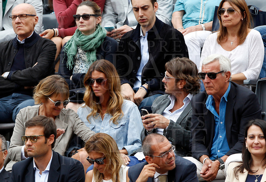 L'allenatore Marcello Lippi, a destra, siede con i figli Davide e Stefania e la moglie Simonetta, a sinistra, in tribuna al Campo Centrale del Foro Italico durante gli Internazionali d'Italia di tennis a Roma, 16 maggio 2015. <br /> Italian football coach Marcello Lippi, right, sits with his son Davide, his daughter Stefania and his wife Simonetta, left, on the stand of the Central Court during the Italian Open tennis tournament in Rome, 15 May 2015.<br /> UPDATE IMAGES PRESS/Riccardo De Luca
