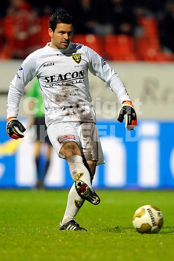 LEEUWARDEN - Voetbal, SC Cambuur - VVV, Cambuur stadion, halve finale  playoff, seizoen 2011-2012, 10-05-2012  VVV Venlo  keeper  Dennis Gentenaar.