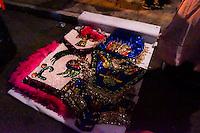 Querétaro, Qro. 12 de septiembre de 2015.- Se llevó a cabo la velación de la santa Cruz, en el barrio de San Fransisquito en la casa de la familia Martínez, a cargo de la danza chichimeca Águila Azteca, quienes desde las 10:00 p.m. se dispusieron a cantar y orar por la jornada del siguiente día.