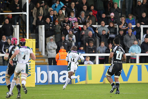 25.09.2010 London Irish player Topsey Ojo scores a try in the Aviva Premiership Rugby Newcastle Falcons v London Irish.