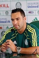 O jogador Daniel Carvalho é apresentado no inicio da tarde de hoje CT da Barra Funda,na zona oeste de Sao Paulo, na manha desta terça-feira 10.FOTO ALE VIANNA - NEWS FREE.