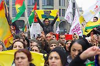 Demonstration fuer die Aufhebung des PKK-Verbot.<br />Ca. 8.000 bis 10.000 Menschen demonstrierten am Samstag den 16. November 2013 in Berlin fuer eine Aufhebung des PKK-Verbots. Die kurdische Arbeiterpartei ist seit November 1993 in Deutschland verboten. Sie tritt fuer eine unabhaengiges Kurdistan ein und nach PKK-Angaben sollen mehr als 10.000 Menschen sollen bewaffnet fuer dieses Ziel in der Grenzregion Tuerkei/Irak/Syrien/Iran vorhanden sein. Die tuerkische Regierung bekaempft die PKK seit ihrer Gruendung militaerisch, ohne jedoch die Region befrieden zu koennen. Allen militaerischen Einsaetzen des tuerkischen Militaers und Verlusten auf Seiten der PKK zum Trotz, nahm die Zahl an aktiven Kaempfern und die Unterstuetzung für die PKK in der Bevoelkerung stetig zu. <br />Entgegen einer Entscheidung des Bundesgerichtshof im Jahre 2004 wird die Organisation von den deutschen Behoerden weiterhin als terroristische und kriminelle Vereinigung bezeichnet.<br />Seit laengerer Zeit ist die PKK mit der tuerkischen Regierung in Verhandlungen ueber einen dauerhaften Frieden. Die Demonstration forderte die Bundesregierung auf, diesen Friedensprozess mit einer Legalisierung der PKK zu unterstuetzen.<br />16.11.2013, Berlin<br />Copyright: Christian-Ditsch.de<br />[Inhaltsveraendernde Manipulation des Fotos nur nach ausdruecklicher Genehmigung des Fotografen. Vereinbarungen ueber Abtretung von Persoenlichkeitsrechten/Model Release der abgebildeten Person/Personen liegen nicht vor. NO MODEL RELEASE! Don't publish without copyright Christian-Ditsch.de, Veroeffentlichung nur mit Fotografennennung, sowie gegen Honorar, MwSt. und Beleg. Konto:, I N G - D i B a, IBAN DE58500105175400192269, BIC INGDDEFFXXX, Kontakt: post@christian-ditsch.de<br />Urhebervermerk wird gemaess Paragraph 13 UHG verlangt.]