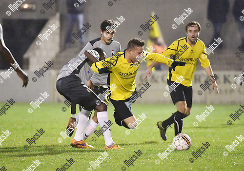 2016-11-26 / Voetbal / Seizoen 2016-2017 / Zwarte Leeuw - Berchem Sport / Ransford Addo (Berchem) met de fout op Yens Peeters<br /> <br /> ,Foto: Mpics.be