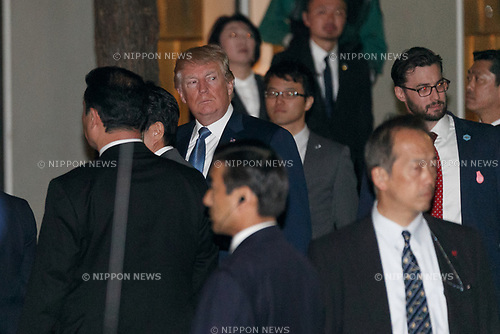 US President Donald Trump arrives the Ukai-tei restaurant in Ginza on November 5, 2017, Tokyo, Japan. Trump and Japan's Prime Minister Shinzo Abe enjoyed dinner in Tokyo after playing golf in the afternoon. Japan is the first stop on his five-nation tour in Asia. (Photo by Rodrigo Reyes Marin/AFLO)